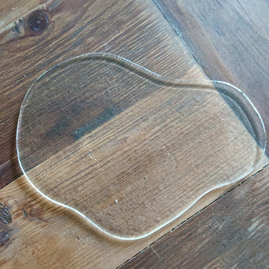 ガラスの水たまりプレート