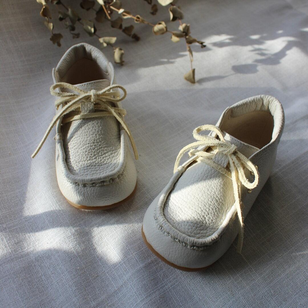 手縫いモカシンレースアップシューズ【KURUMA】ホワイト