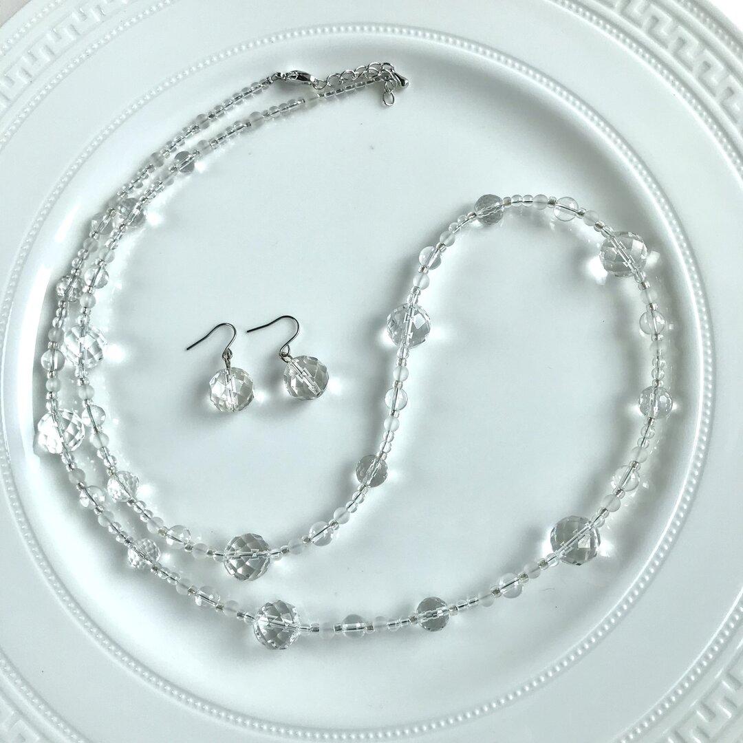涼しげ!本水晶のロングネックレスとイヤリング、ピアスのセット