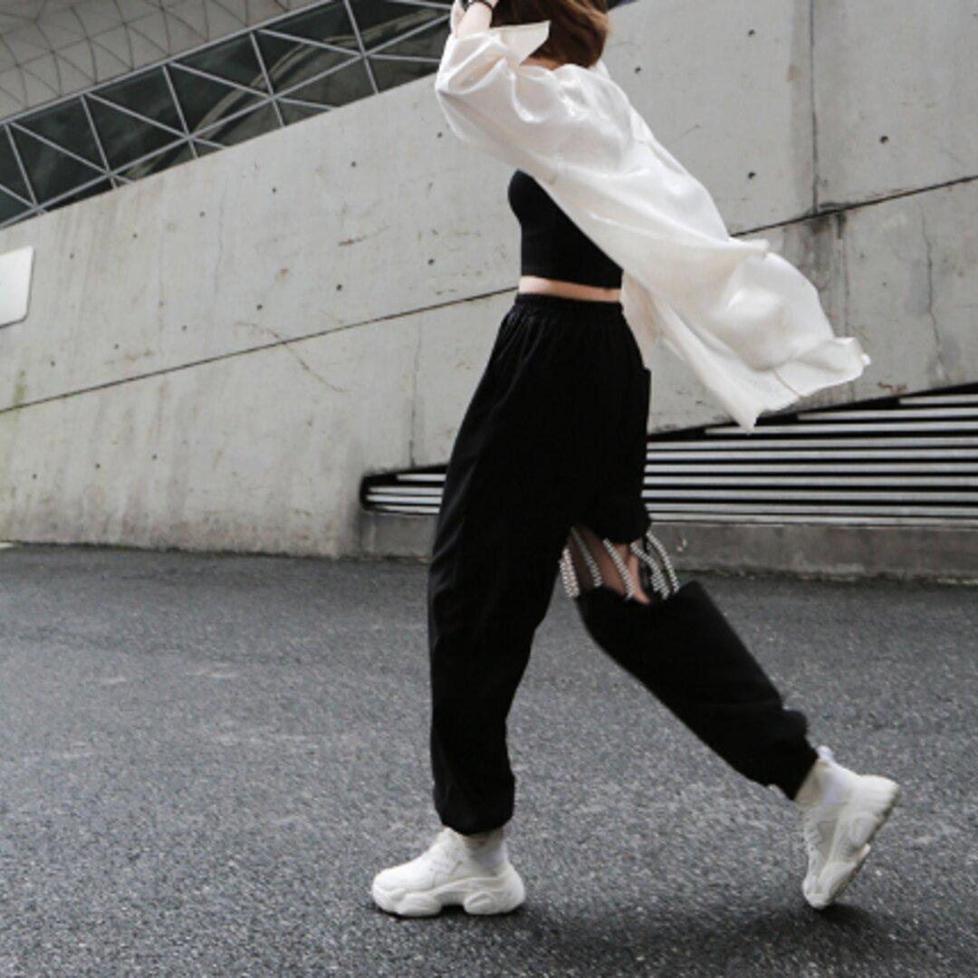 春と夏の新しい真珠中空ビームレッグカジュアルパンツの女性は黒のズボンをすべて一致します