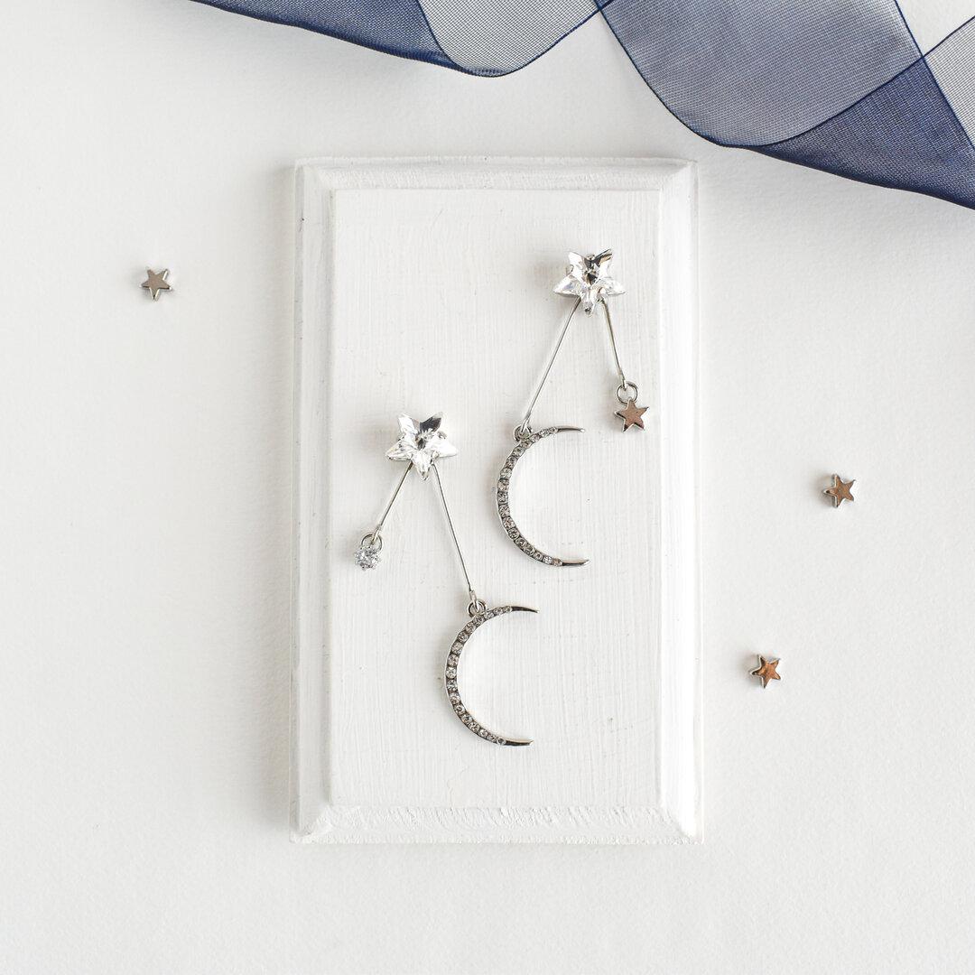 明け方の月と星