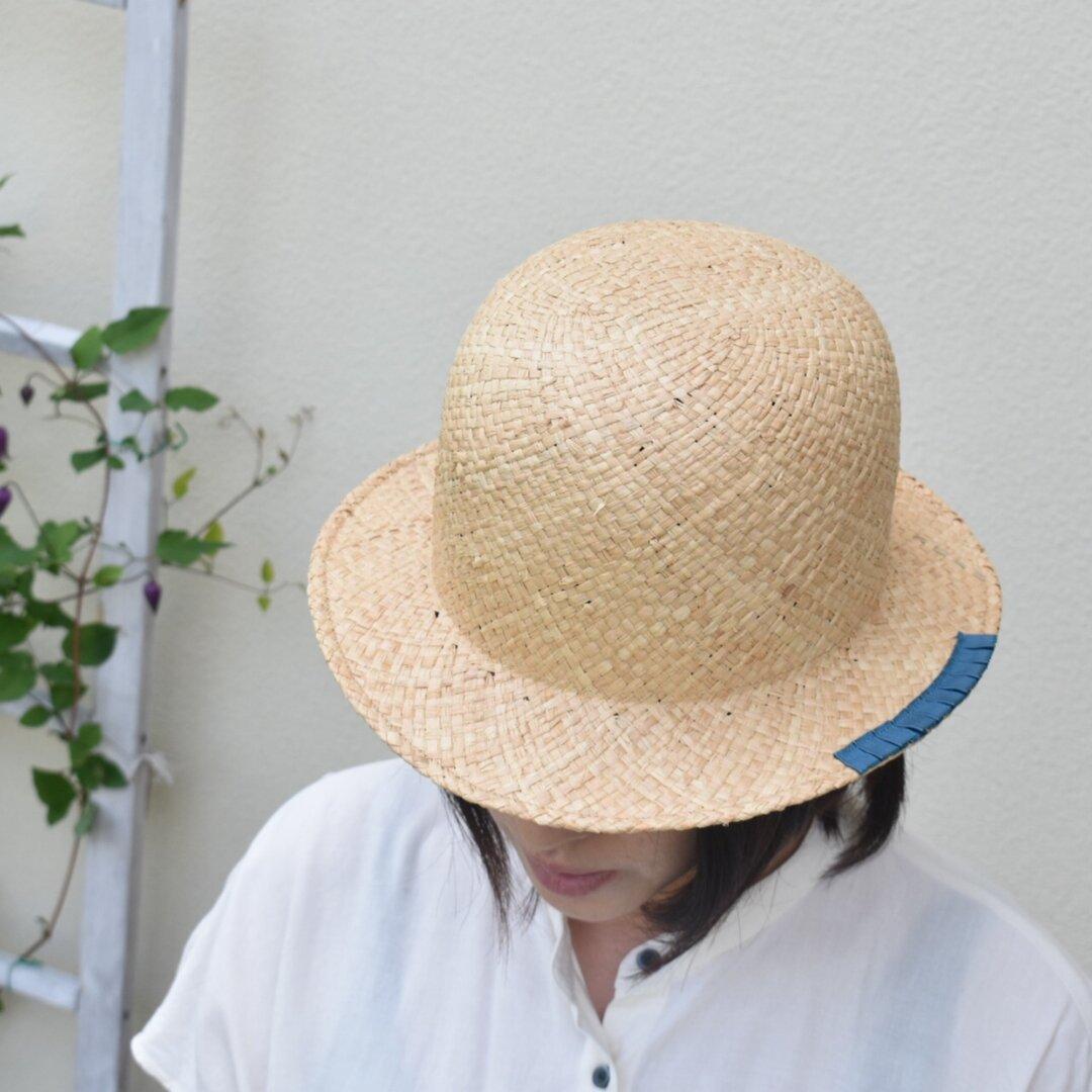 木型で作った丸型の麦わら帽子