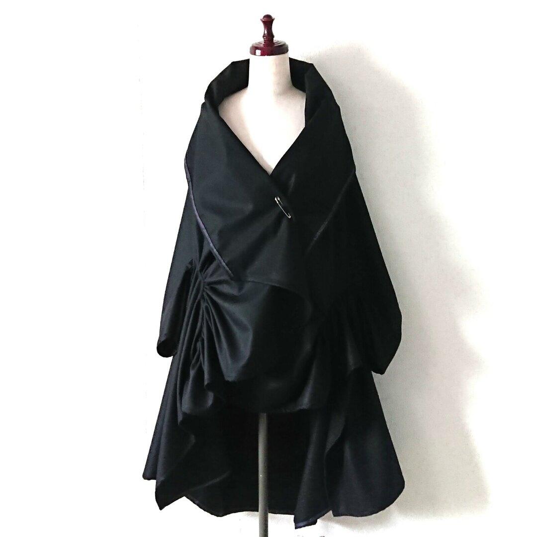 モード な 黒い蝶 2way コート 秋冬 薄手 後ろ着丈長め ゆったりシルエットデザイン 裏地無し ガウン