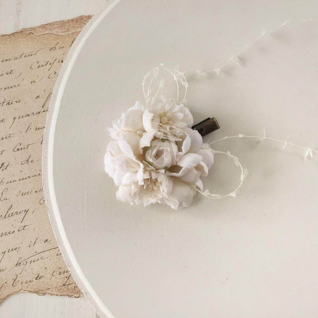 染め花のミニクリップ(オフホワイト)