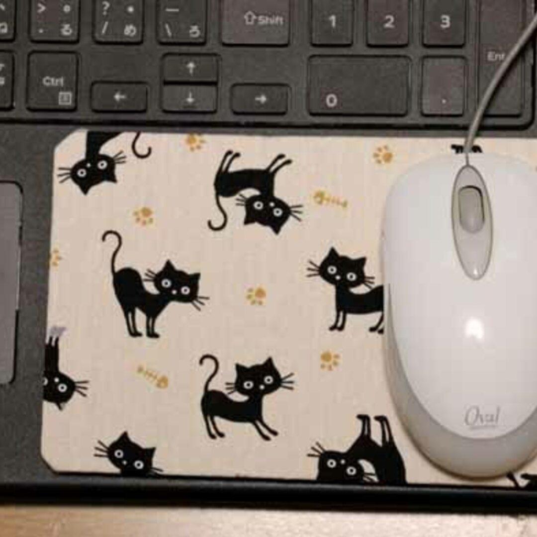 ノートPCの端っこで使うマウスパッド・黒ねこ