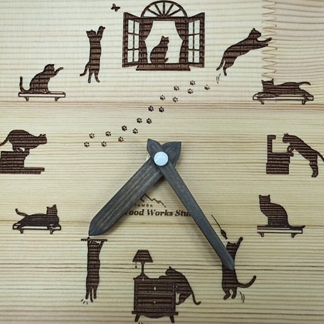 赤松集成材とヒノキ イタズラ好きのネコちゃん 壁掛け時計