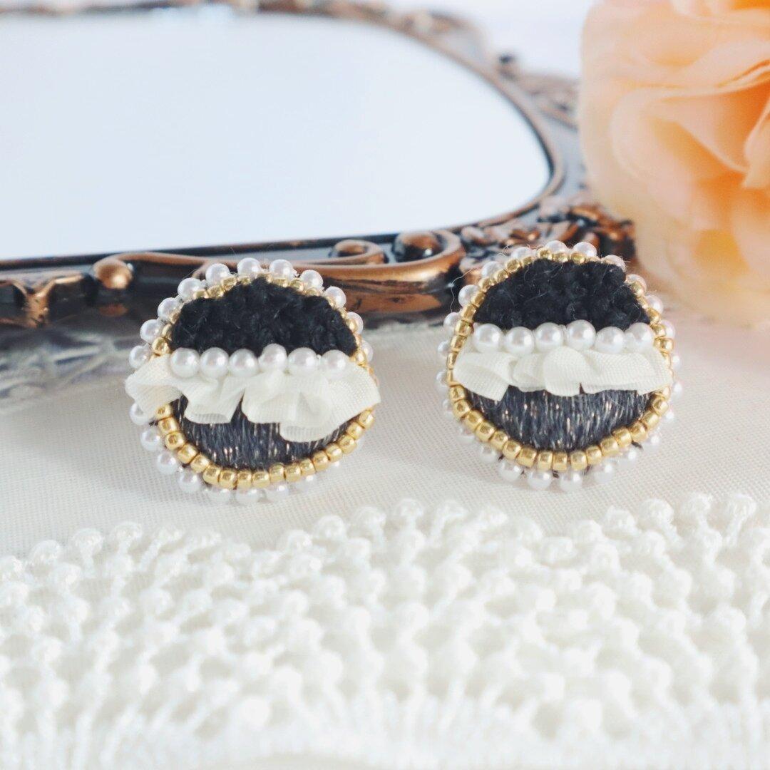 Mila - ミラ 刺繍イヤリング ブラック