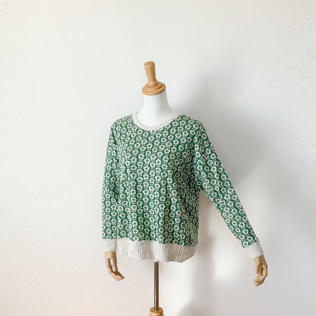 北欧風花模様のプルオーバー 緑×白