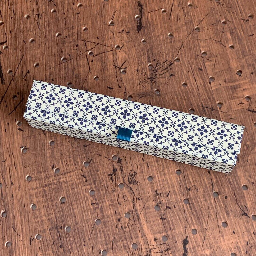 青いお花のペンケース
