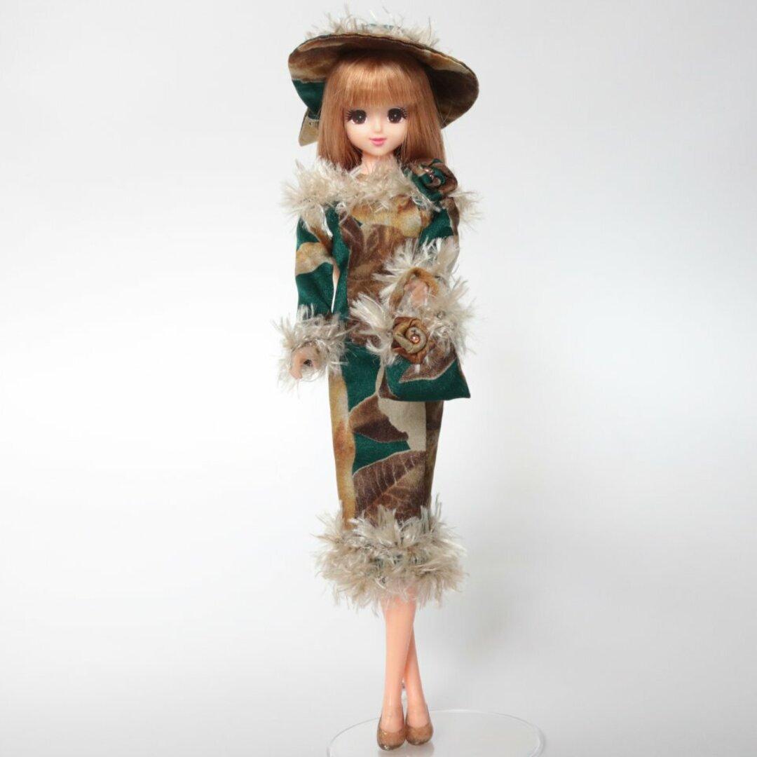 ジェニーちゃんの深緑にふわふわ毛糸の細身ワンピース