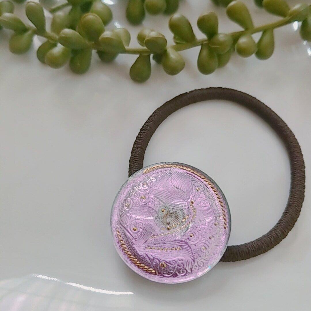 アンティークチューリップ薄紫のチェコガラスボタンのヘアゴム