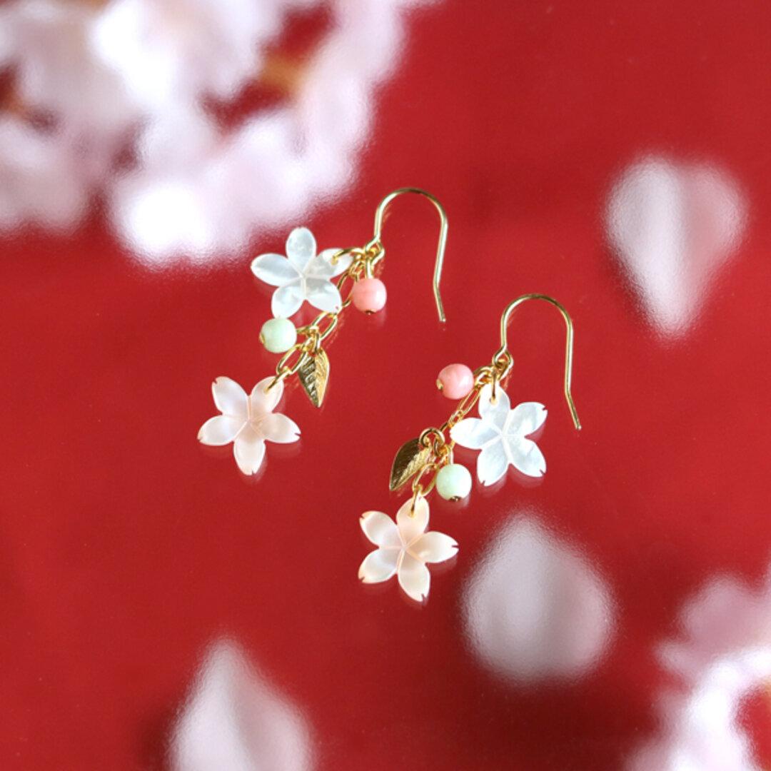 【さくら、咲く】 ピンクシェルと白蝶貝の桜2輪とリーフのピアス/p399