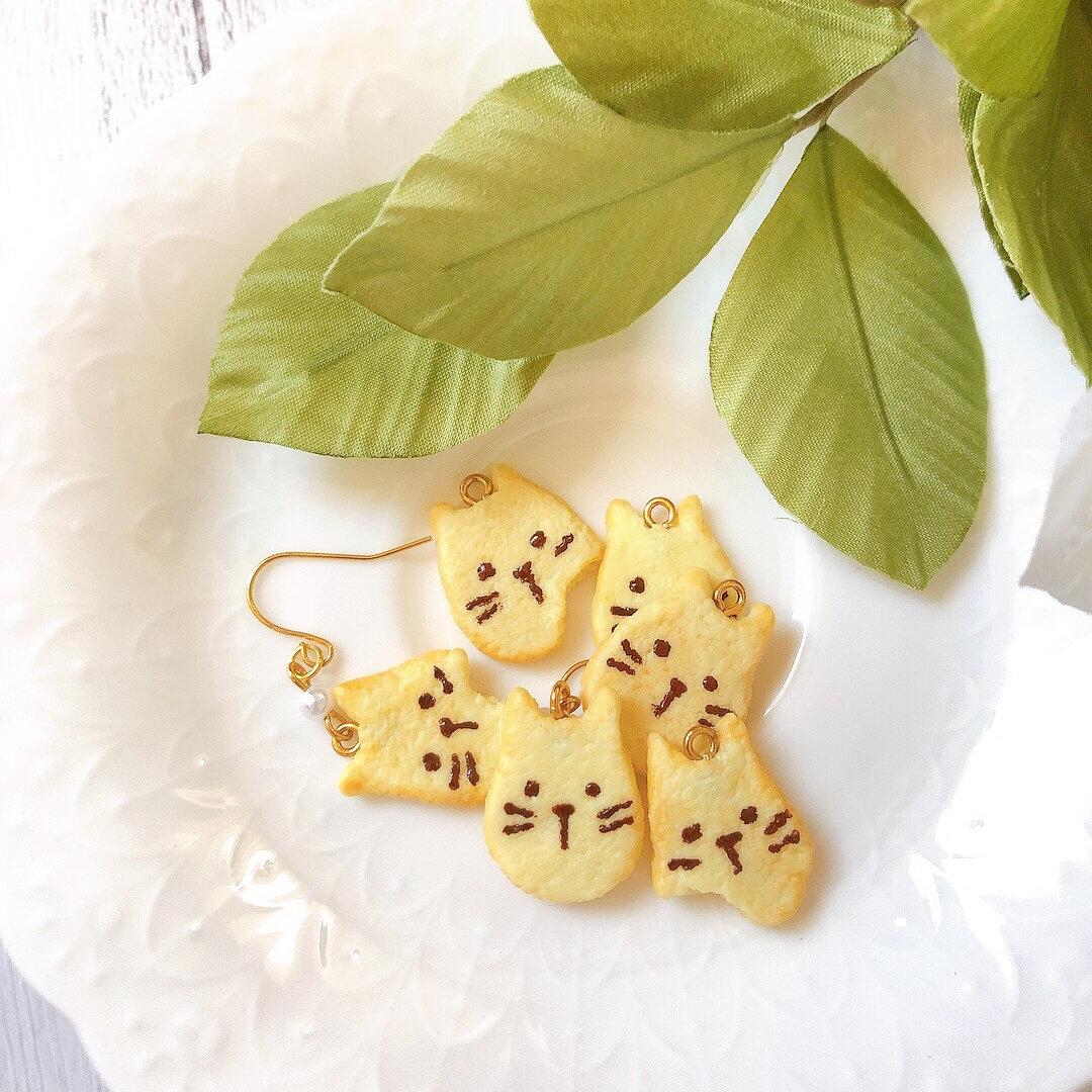 ミニチュア猫ちゃんクッキー  ピアス/イヤリング