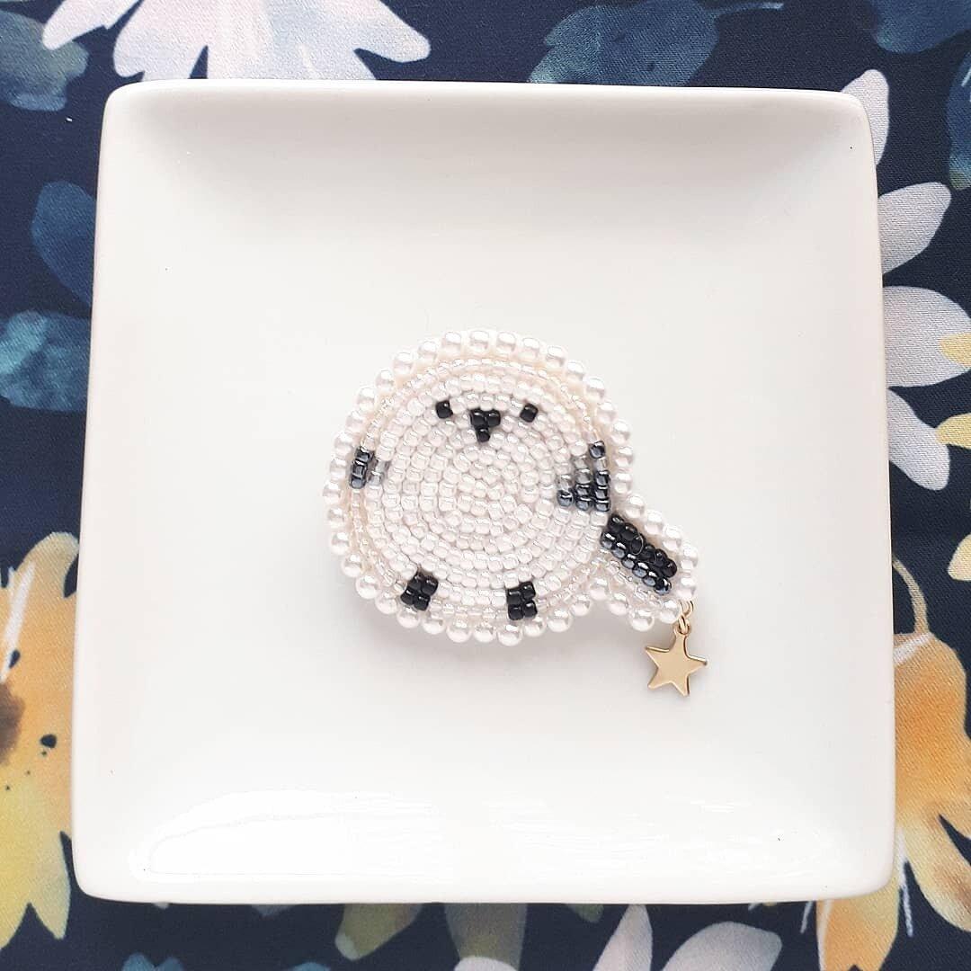 ビーズ刺繍*星とシマエナガのブローチ