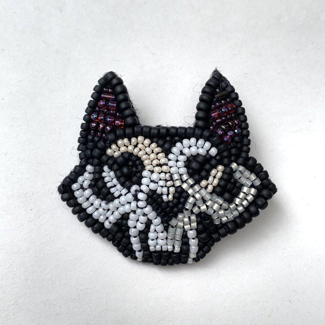 猫 頭蓋骨 ビーズ刺繍ブローチ