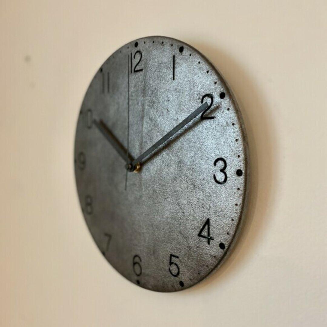 古塗装のモルタル掛け時計(Lead silver)