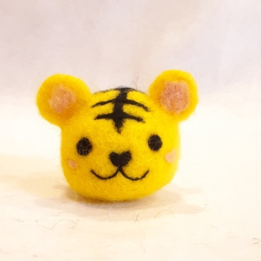 羊毛フェルトの干支飾り 寅年(黄色い虎さん)