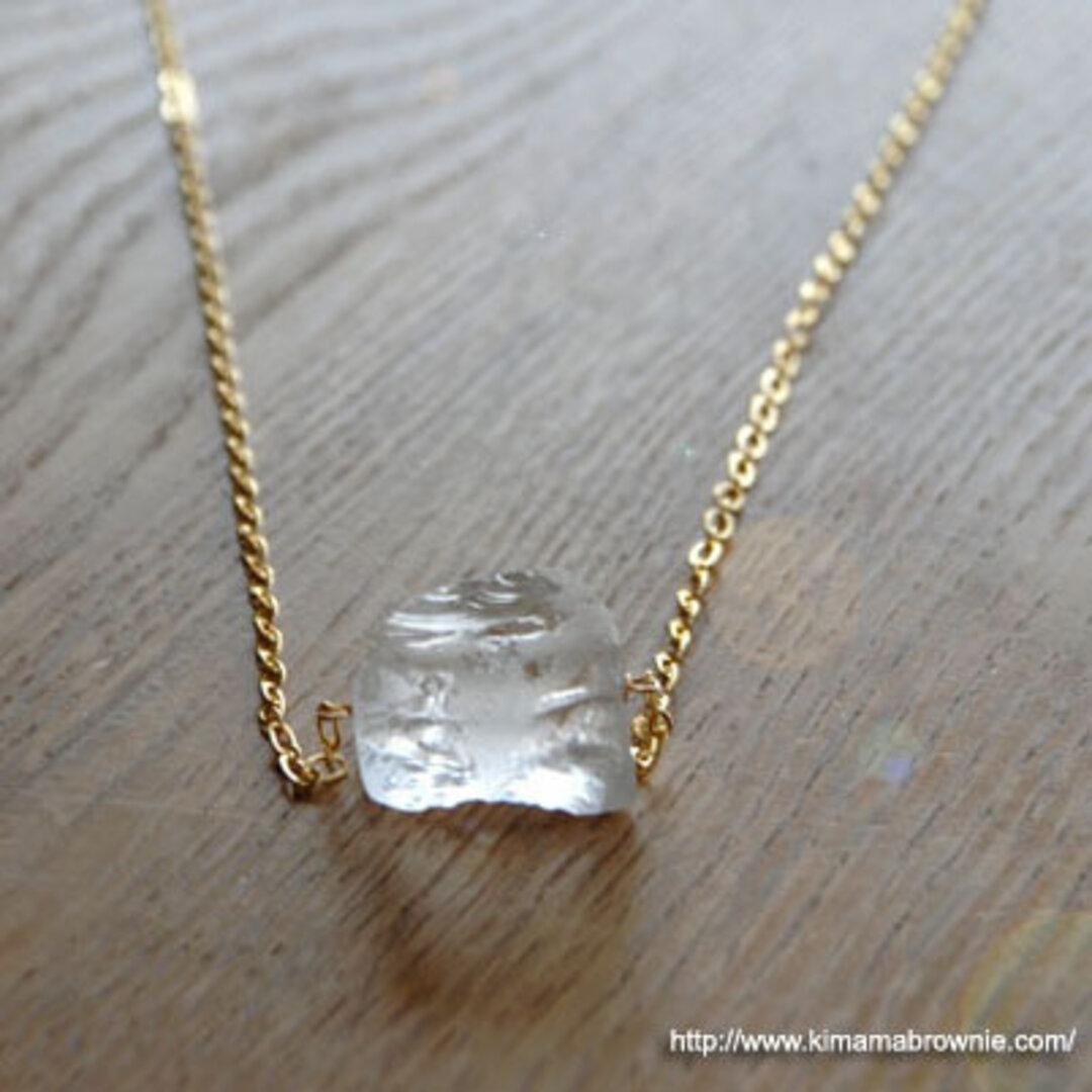 原石水晶のネックレス