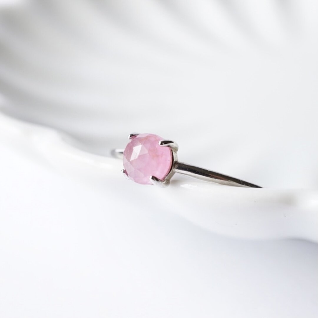 『桃色の華』ピンクサファイアの一粒リング 9月誕生石 淡いピンクの天然石 (7号,9号,11号,13号,15号)