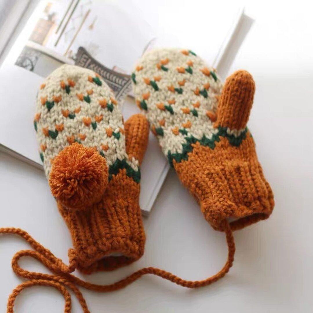 ハンドメイド/編み物/ニットミトン手袋 /ノルディック 柄