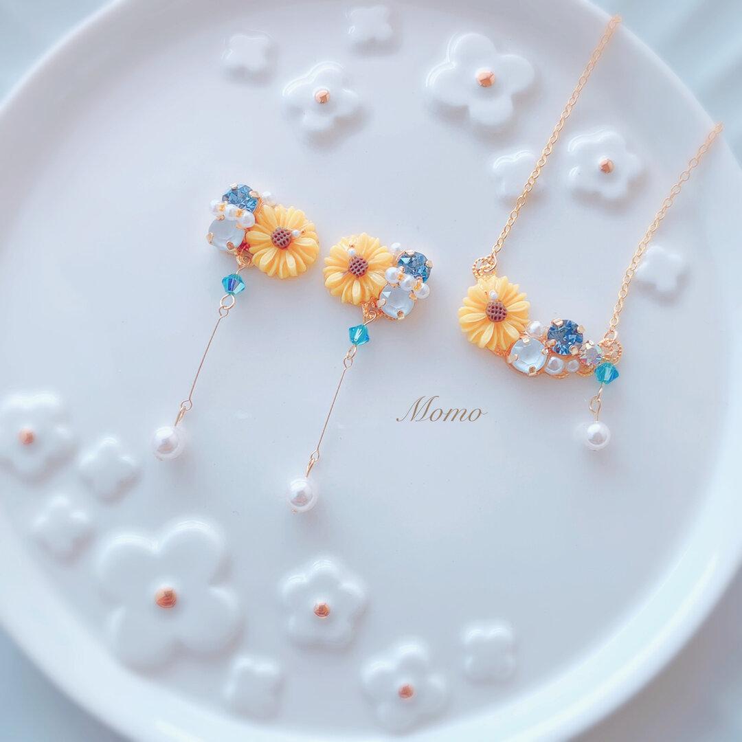 《SWAROVSKI》向日葵×ビジュー 2点セット♡ピアスorイヤリング♡ネックレス(ニッケルフリー)