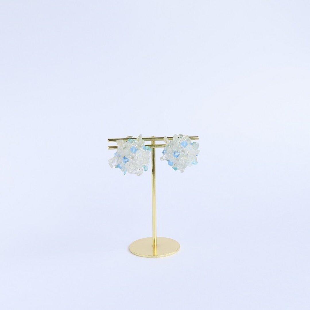 ブルートパーズの花束イヤリング Petit Bouquet(小さな花束)