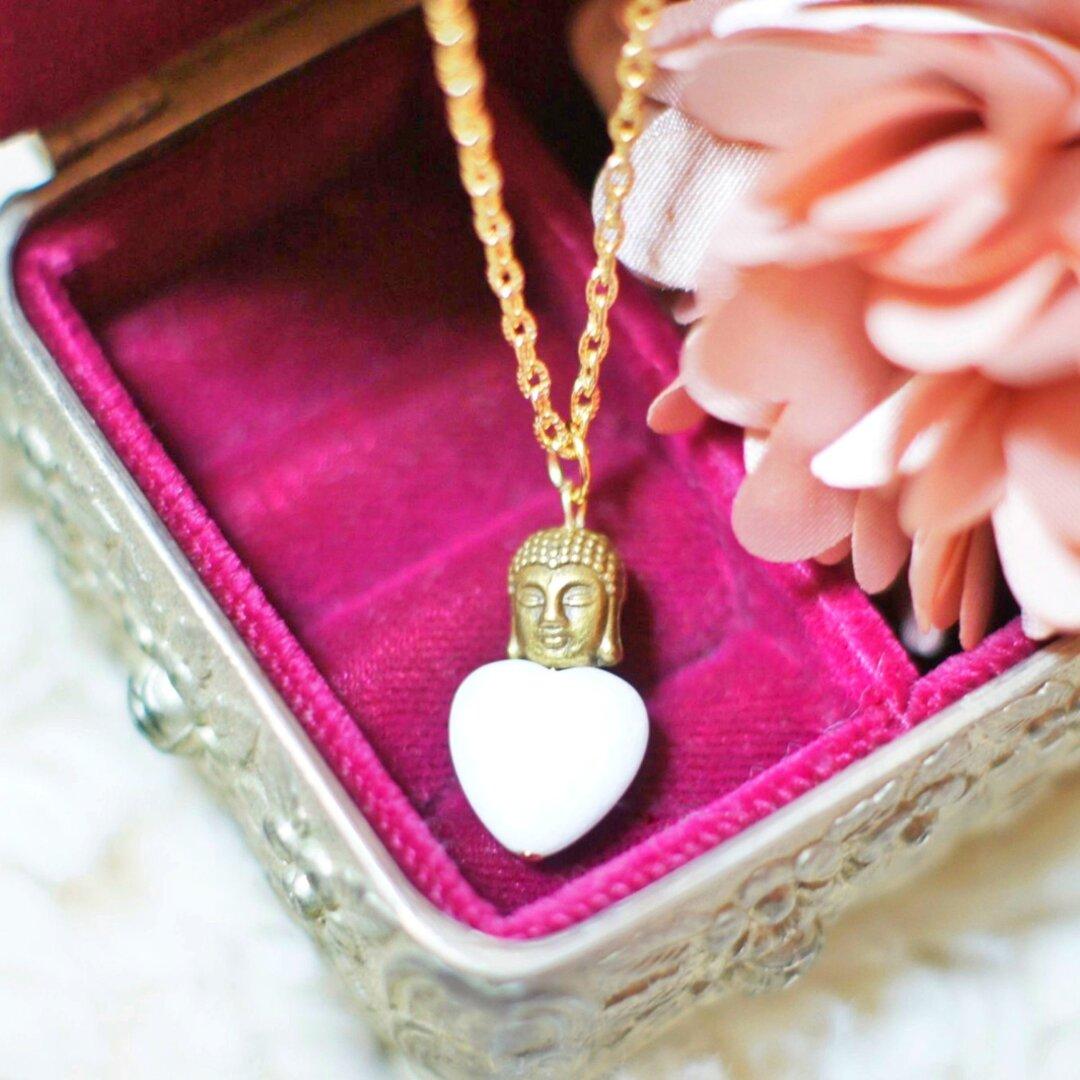 「純粋さの石」ホワイトジェイドと大仏さまのネックレス
