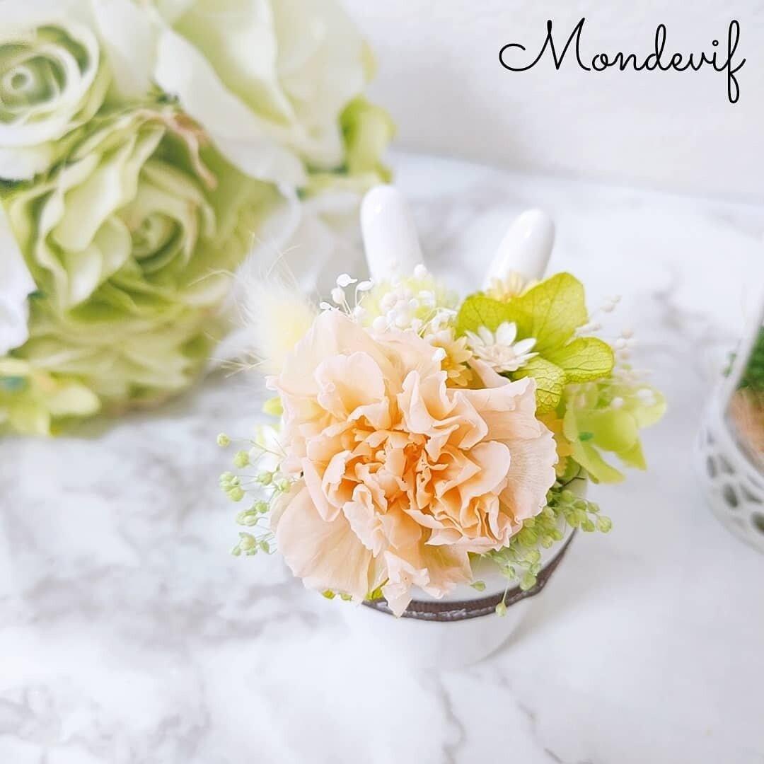 ウサミミ花器の母の日アレンジメント
