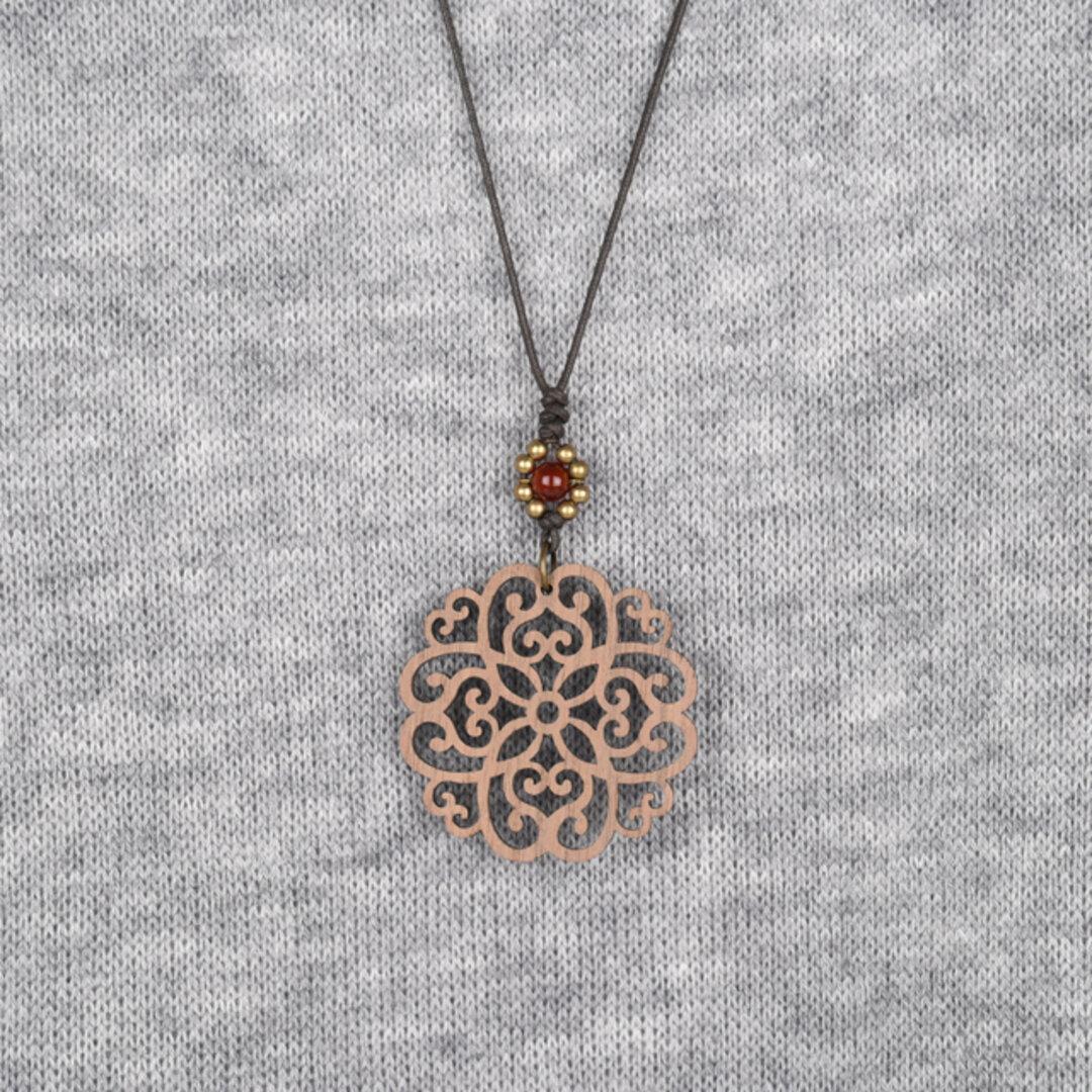 カーミンブロッサムのネックレス クルミの木のウッドアクセサリー