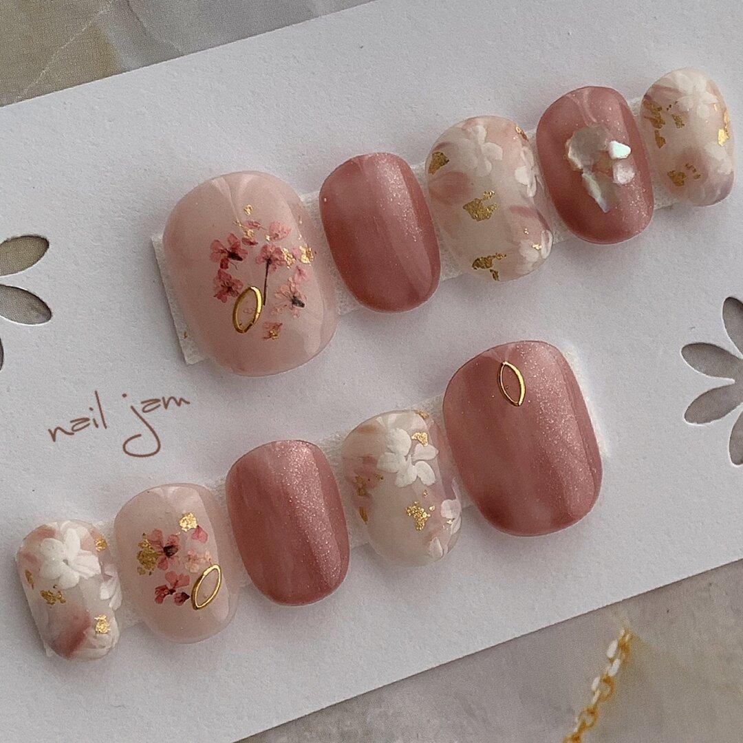 くすみピンクのフラワーネイル 〜ネイルチップ 春 ブライダル 成人式 お花〜