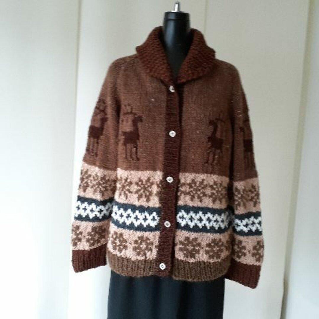 ブラウンと紺のカウチン模様の編み込みカーディガン