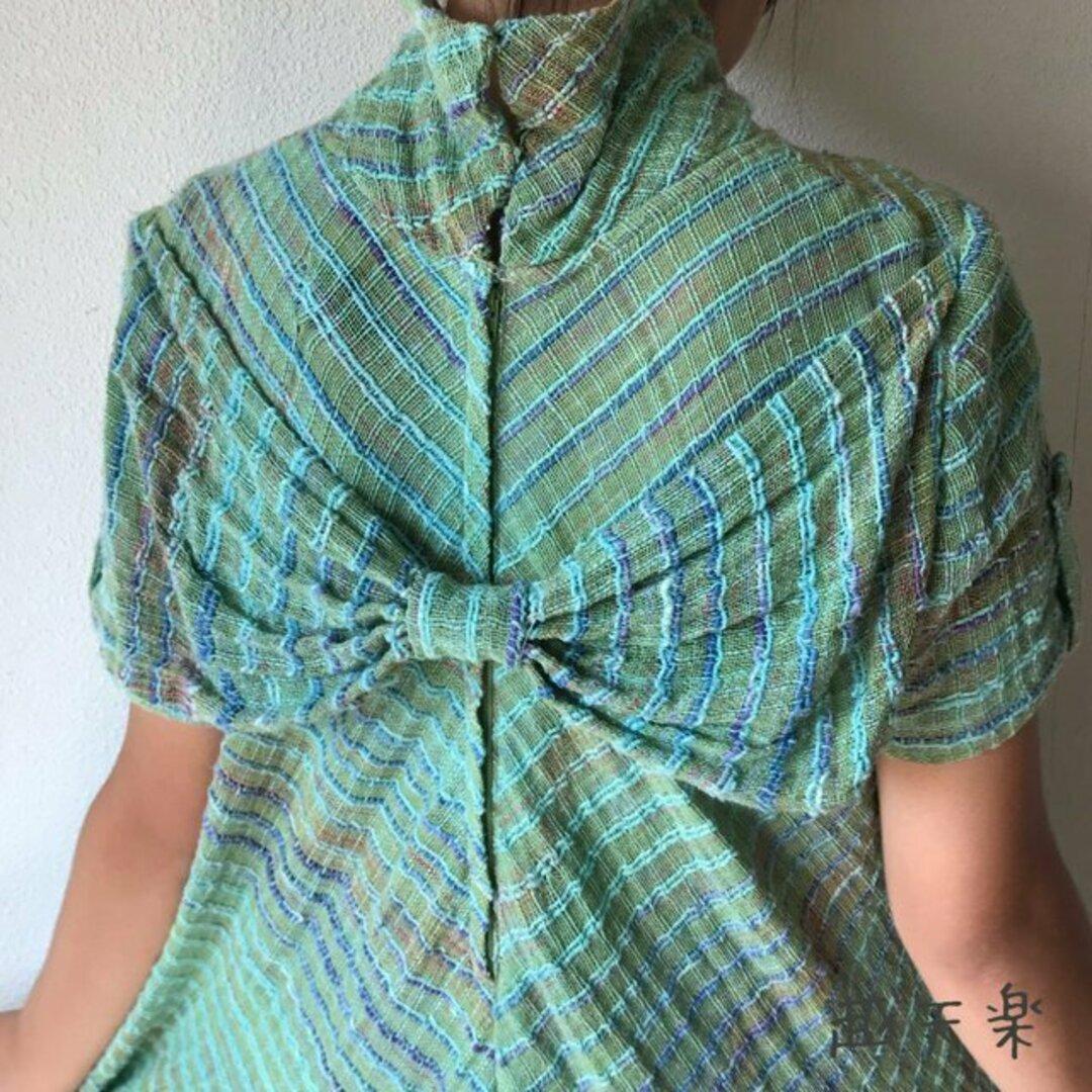 NHK「べっぴんさん」にてももクロ百田さん着用ロングセラー 後ろリボンとバイアス、ハイカラーの手織り綿ワンピース 緑絣