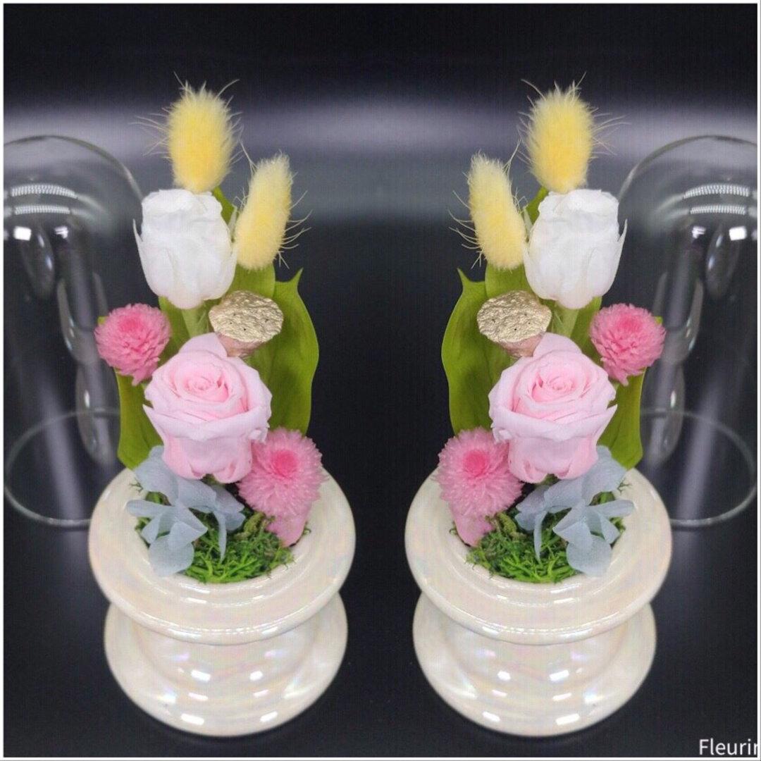 パステルカラーの仏花一対《スタイリッシュスリムクリアドーム》
