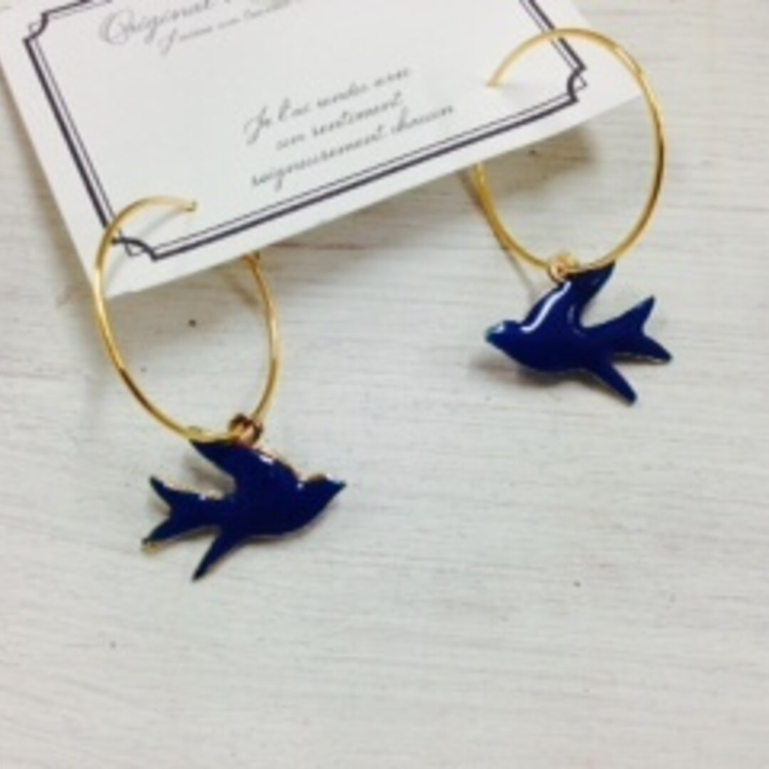 送料無料★大人のフープピアス★ゆらゆら 幸せを運ぶ青い鳥 ツバメ