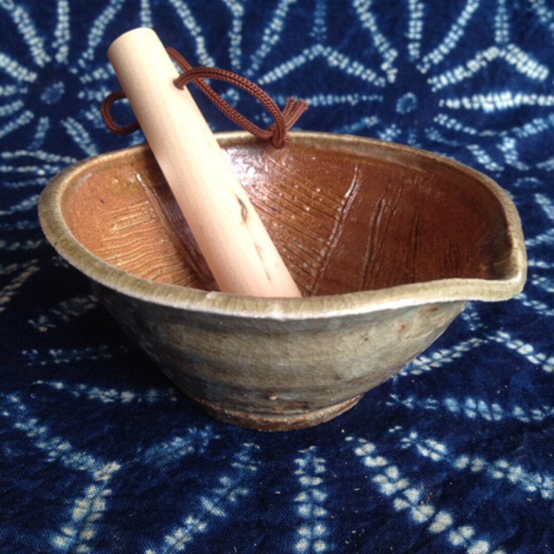 穴窯で焼いたすり鉢型取り皿