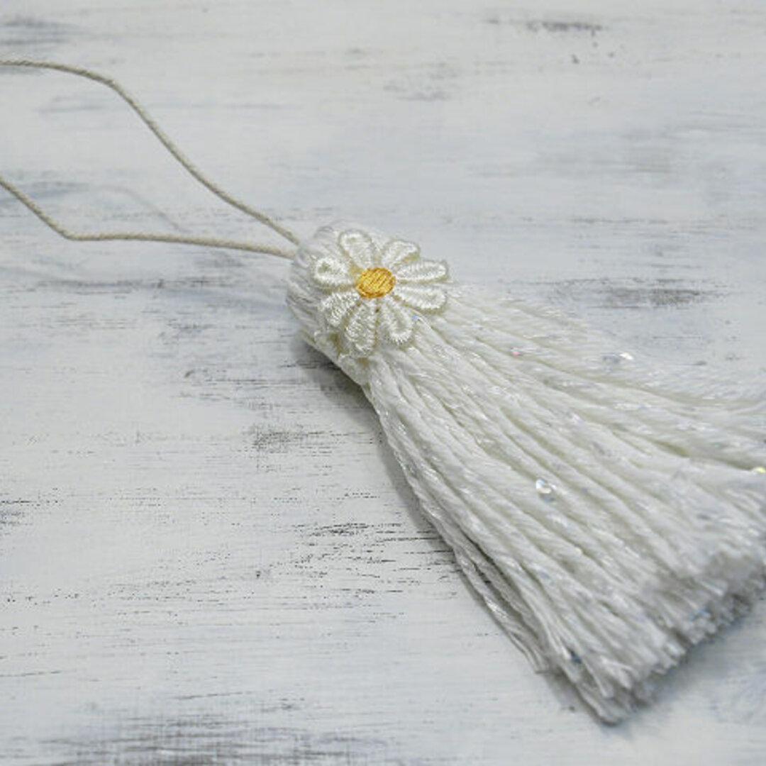 ❁ボリュームたっぷりお花タッセル❁  【大きなマーガレットXLサイズ】スパンコール ラメ バッグチャーム・帯飾り・キーホルダーなどに ホワイト