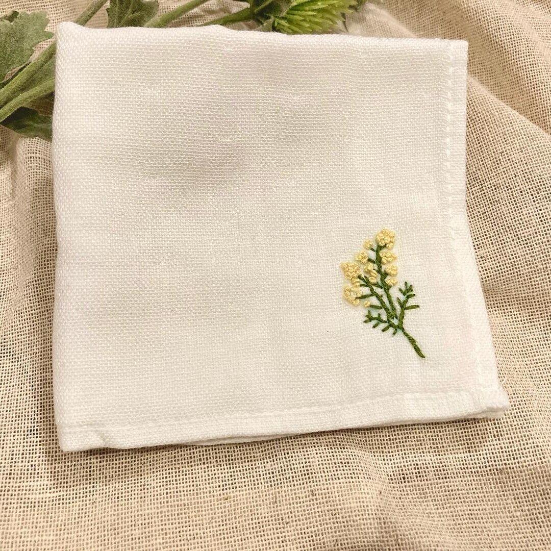 ミモザの刺繍ハンカチ