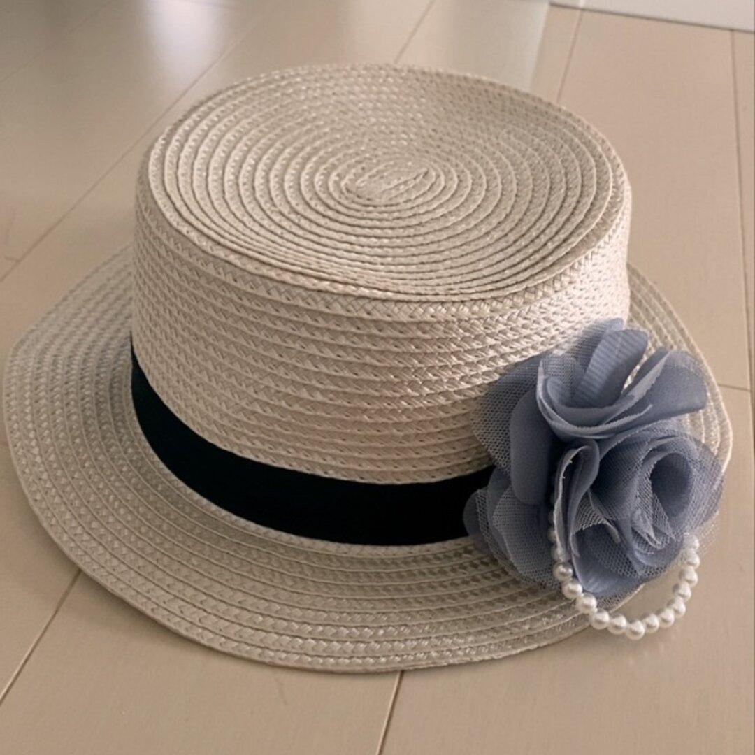 子供用グレーっぽいベージュにコサージュ取り外し自由2wayシンプルカンカン帽子54センチ