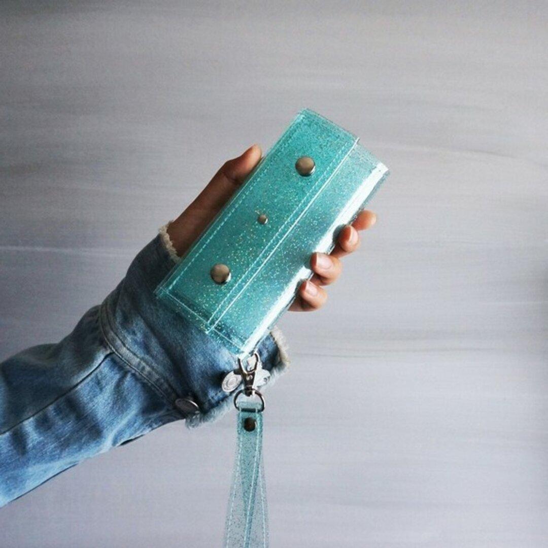 『ラメ入りスケルトン』ラムネブルー クリアiPhoneケース PVC透明手帳型スマートフォンケース