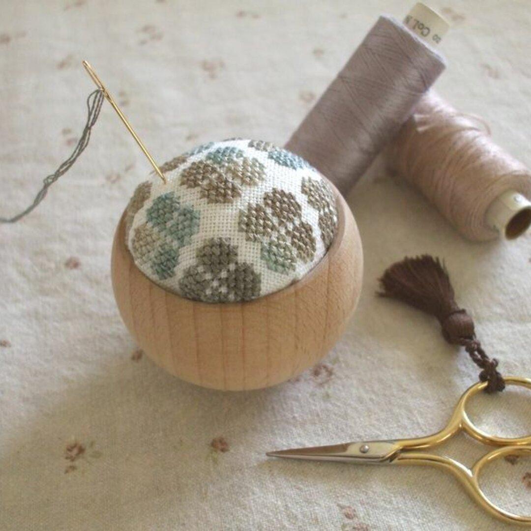 秋色あじさいの刺繍ピンクッション(小)~ダスティブルー