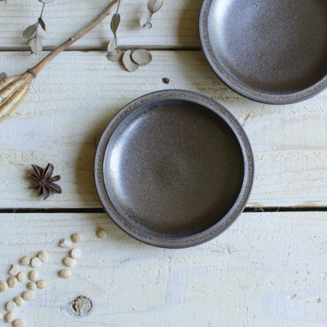 豆皿 シンプルな丸の形 濃茶  アンティークゴールド系 ブリム豆皿陶器