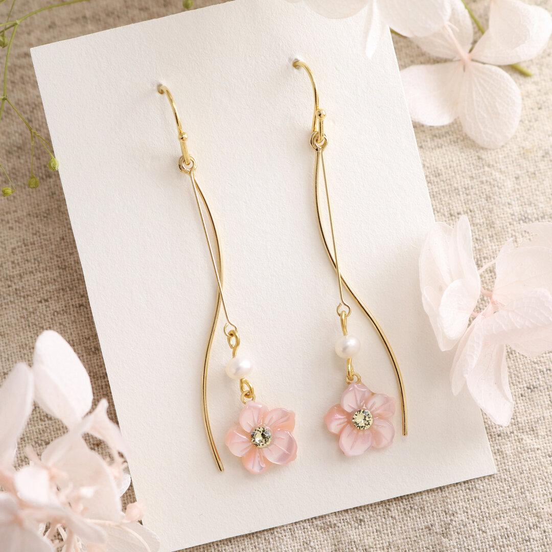 優しい桜とウェーブラインのピアス〈天然石のお花シリーズ/ピンク蝶貝〉