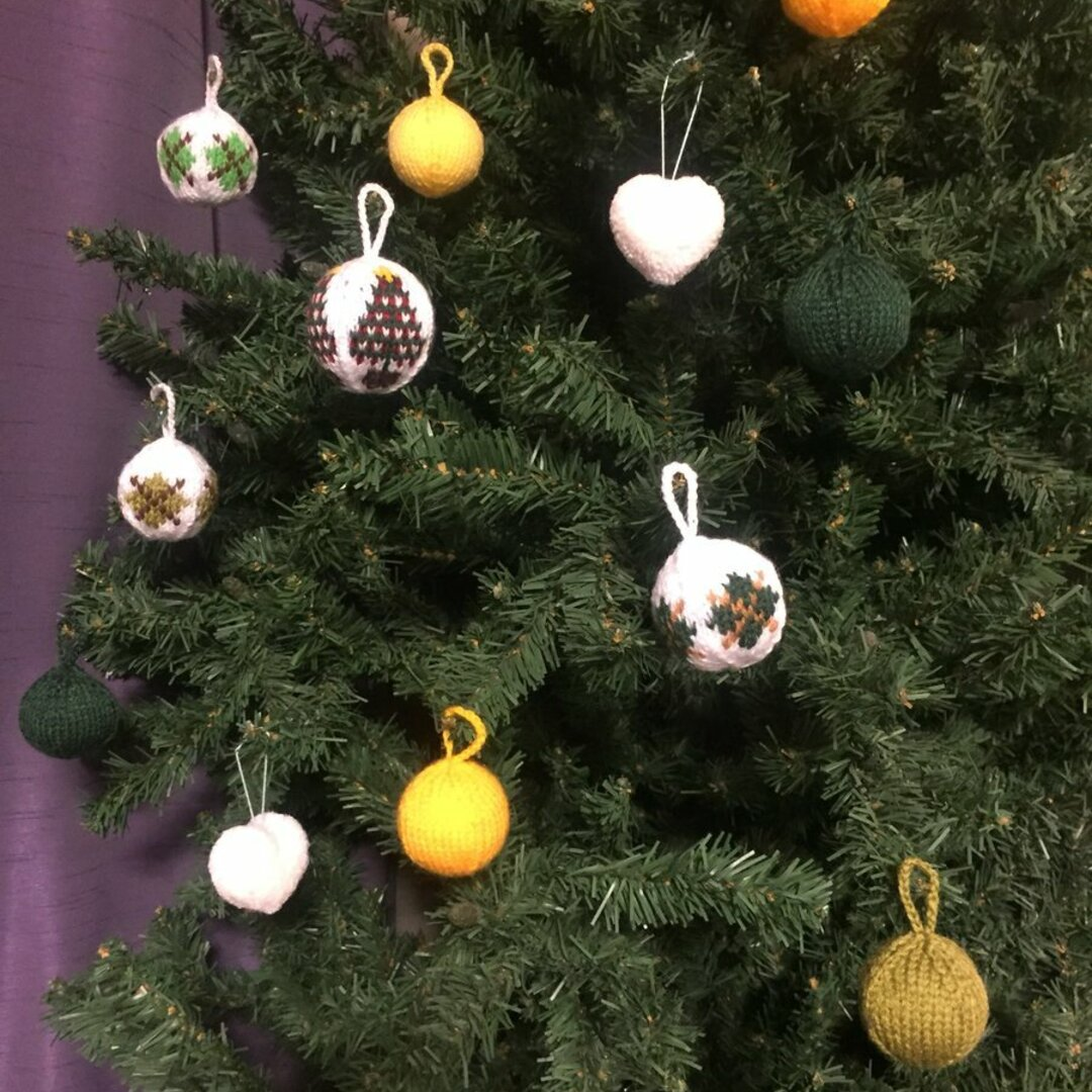 手編みのクリスマスボール アーガイル柄(緑)