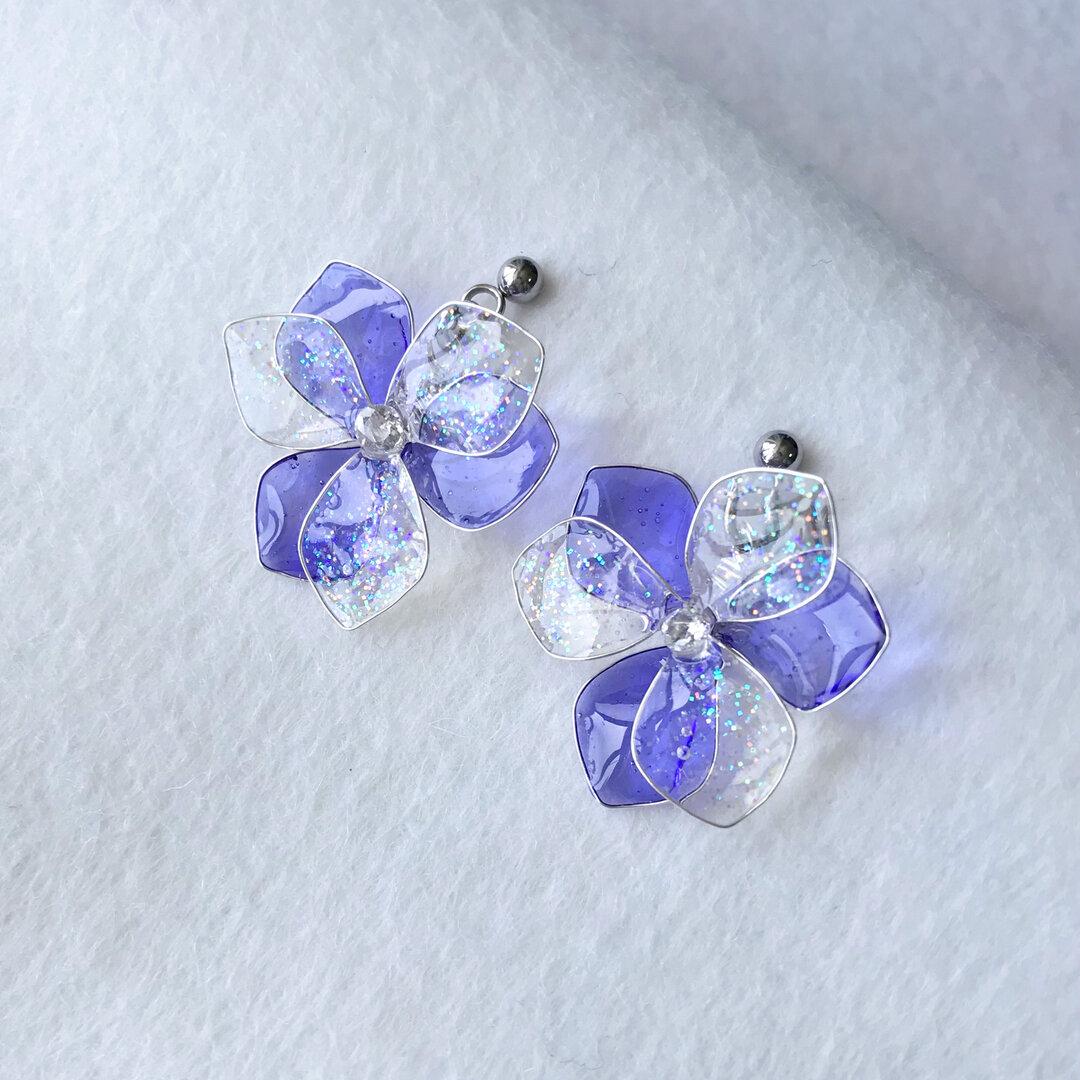 雨上がりの紫陽花とジルコニアのピアス 青紫色 ディップアート フラワー 受注製作
