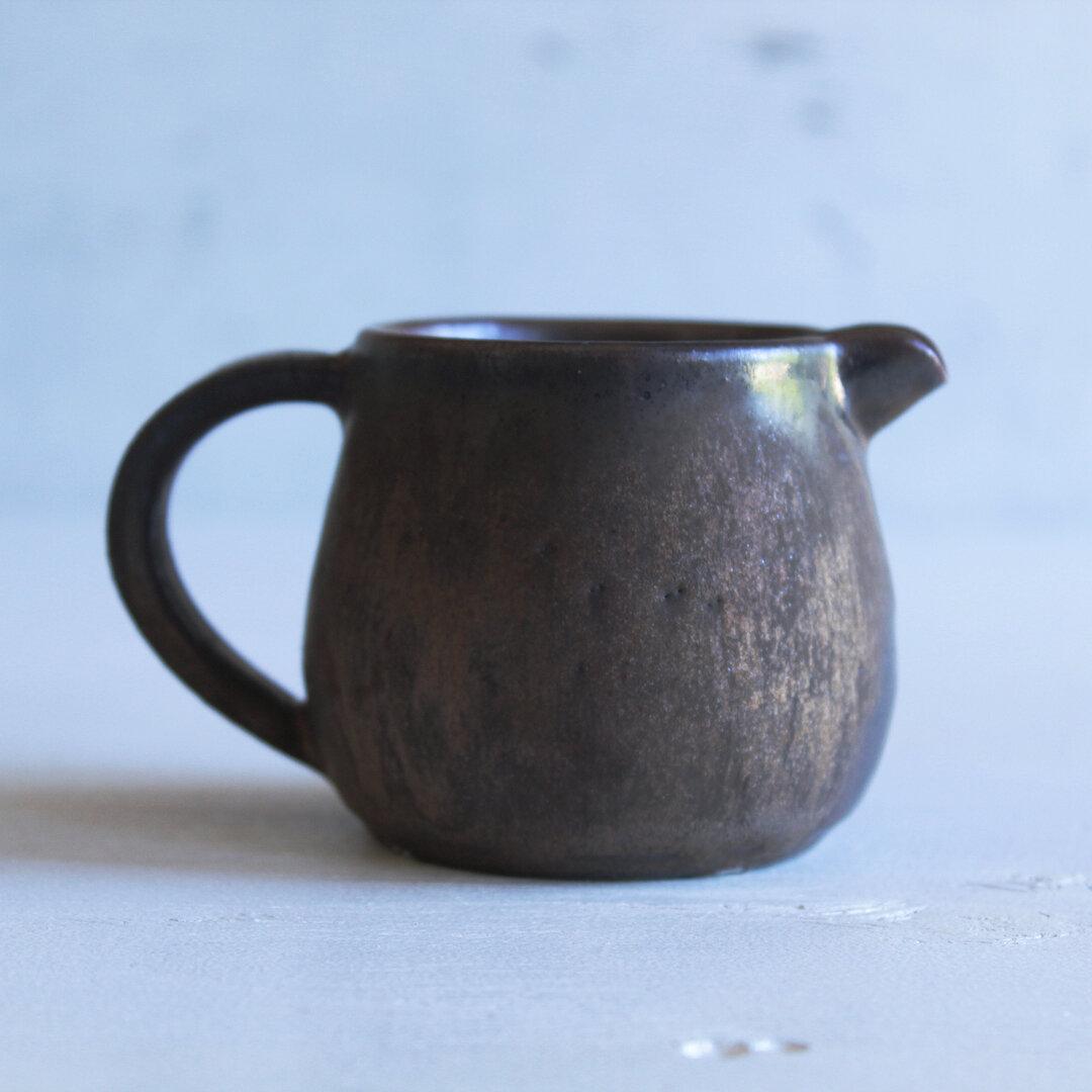小鳥のようなミルクピッチャー  金属のような色合い 濃い茶ゴールド系 陶器