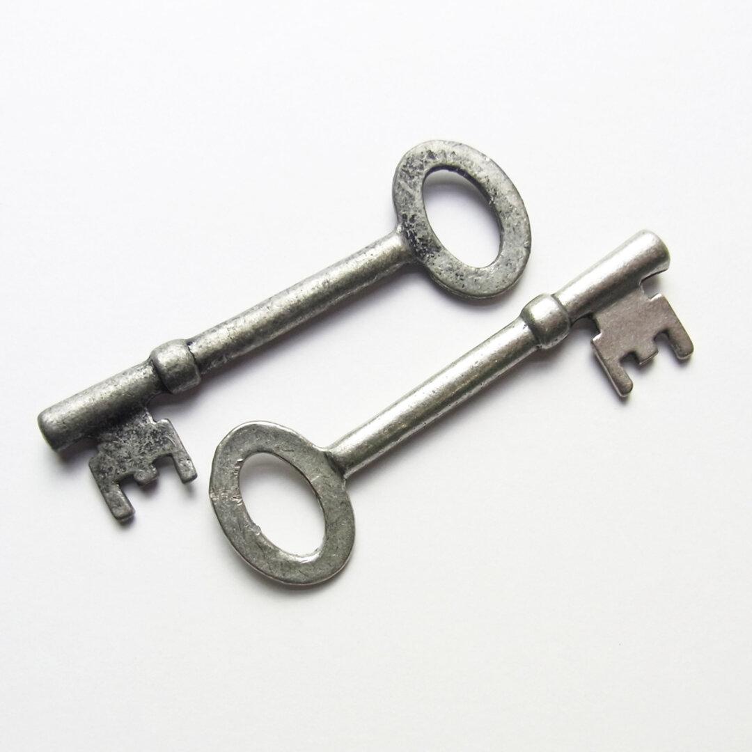 2個セット カギ(62mm) Mサイズ 【A】メタルパーツ チャーム -470 アンティークSV