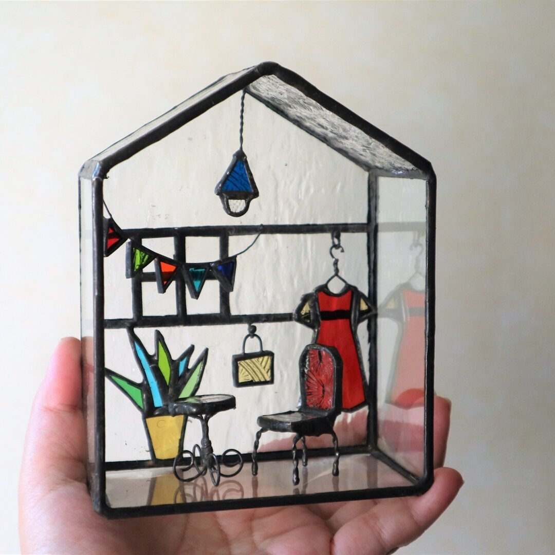 ステンドグラス・ガラスの小部屋(小人女子の部屋)