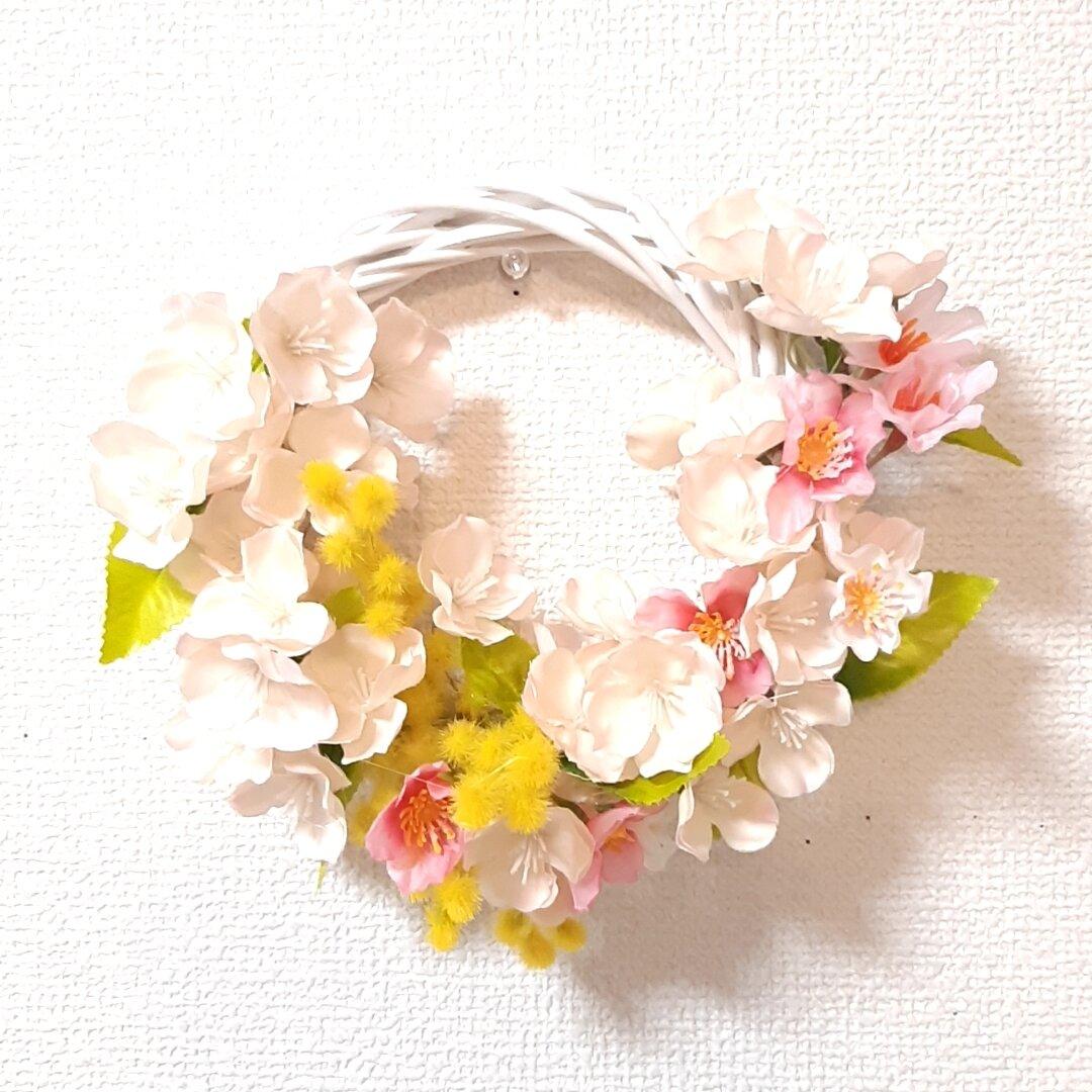 桜とミモザの春リース 直径15cmのリース土台使用