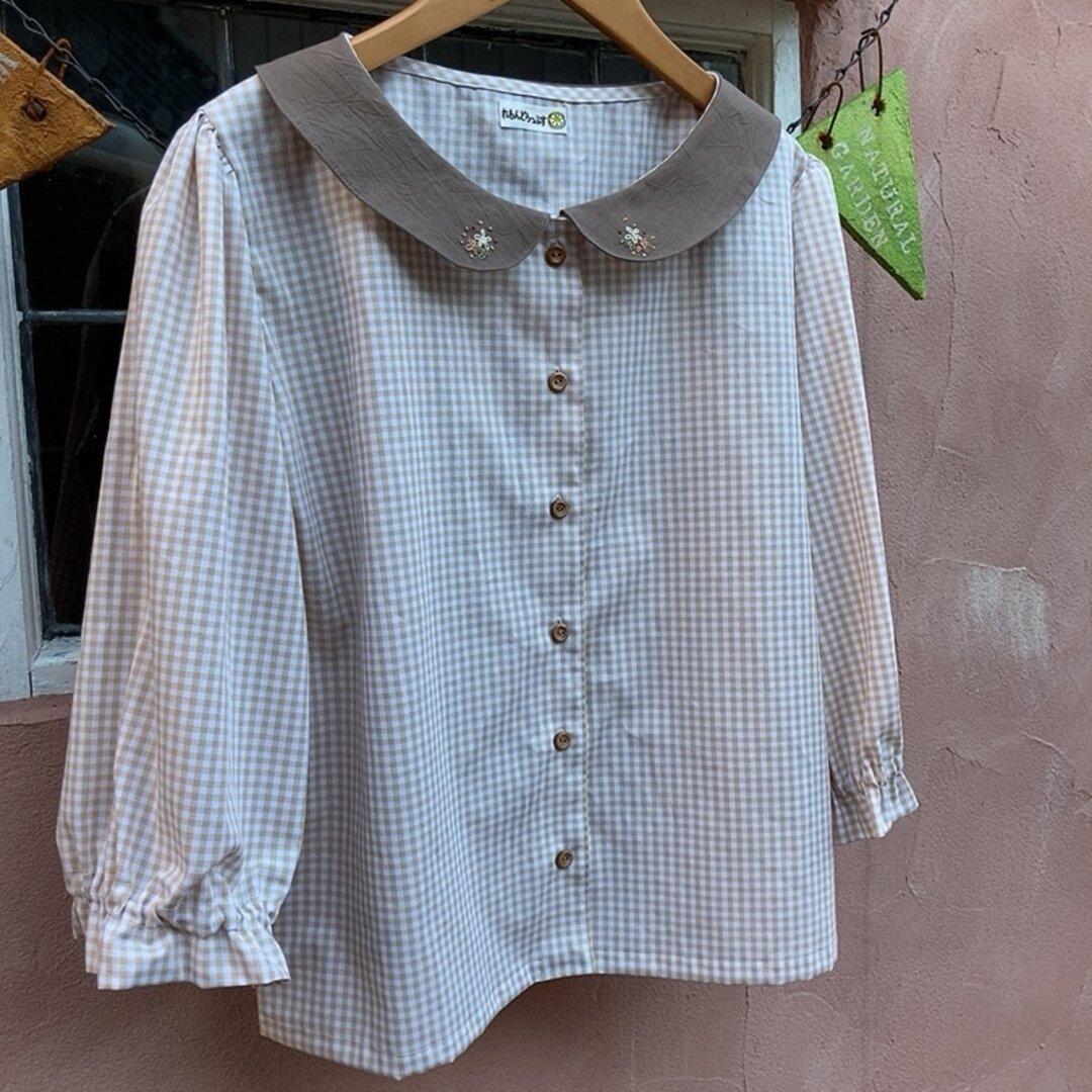 刺繍丸襟七分袖ブラウス(ギンガムチェック)