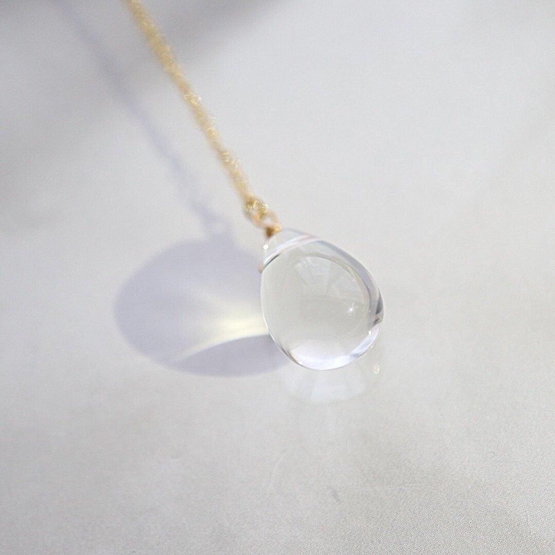 美しいクリスタル。14kgf クリスタル(水晶) 雫ネックレス ~ 4月の誕生石 ~